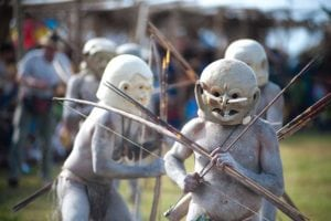 Asaro mud-men warriors